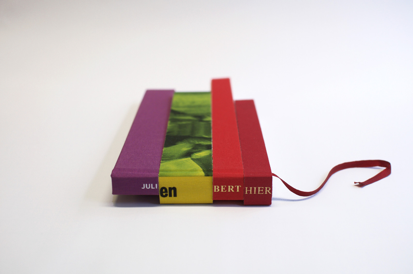 Monographie Livre Decoupe Et Relie