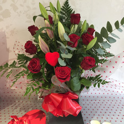 12 red roses and lily box £ 75