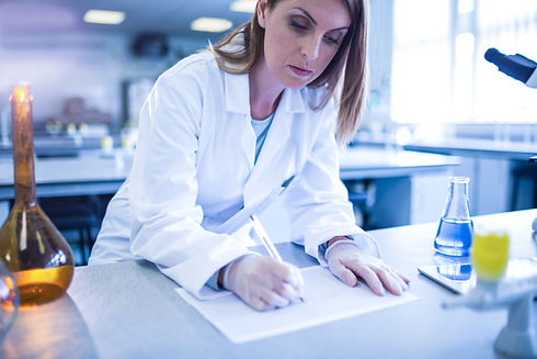 scientist-working-in-the-laboratory-at-t