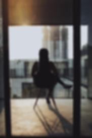 Sentado na varanda