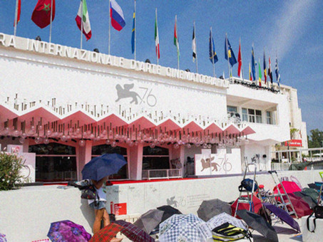 Venice Film Festival Day 0: The Red Carpet Wall, Press Accreditation & Reserving Seats Online
