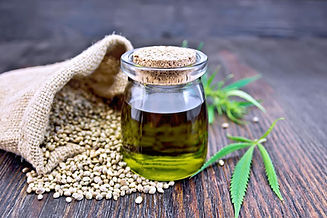 hemp-oil-in-glass-bottle-next-to-hemp-se