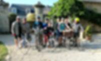 Rando-vélo : un groupe de cyclistes au départ de l'étape à Grez-Neuvill