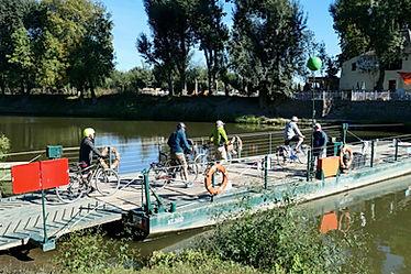 VéloFrancette : passage du bac pour rejoindre l'île saint aubin, près d'Angers