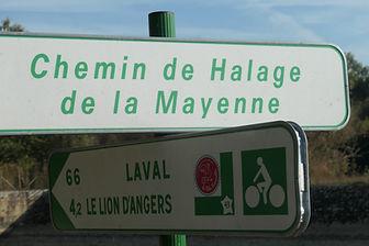ls panneaux qui balisent le chemin de halage
