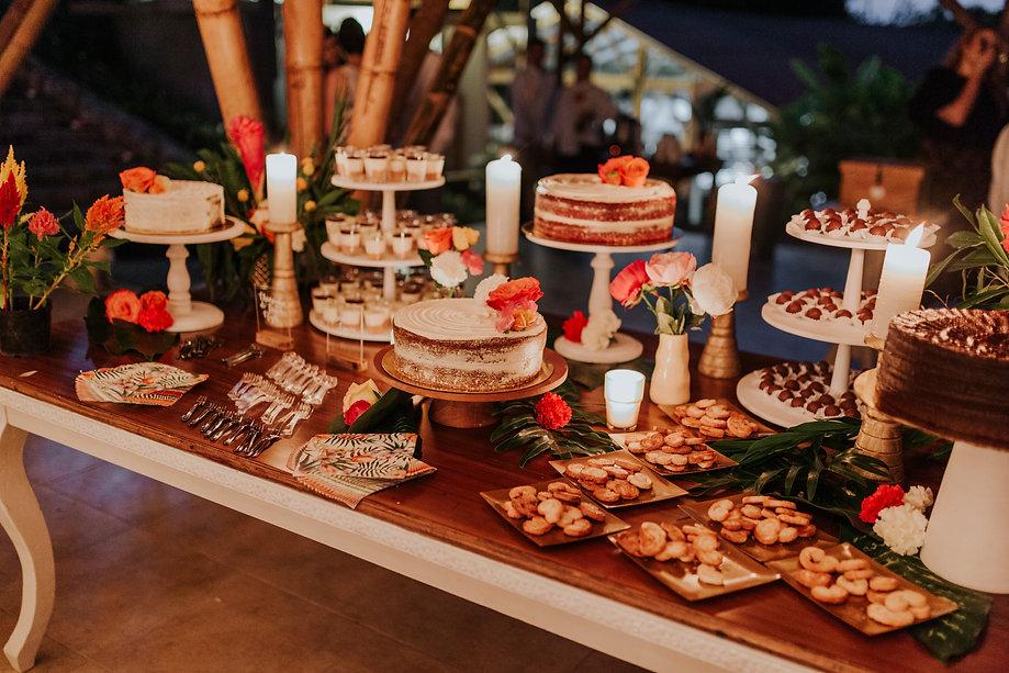 mesa de postres tropical bodas