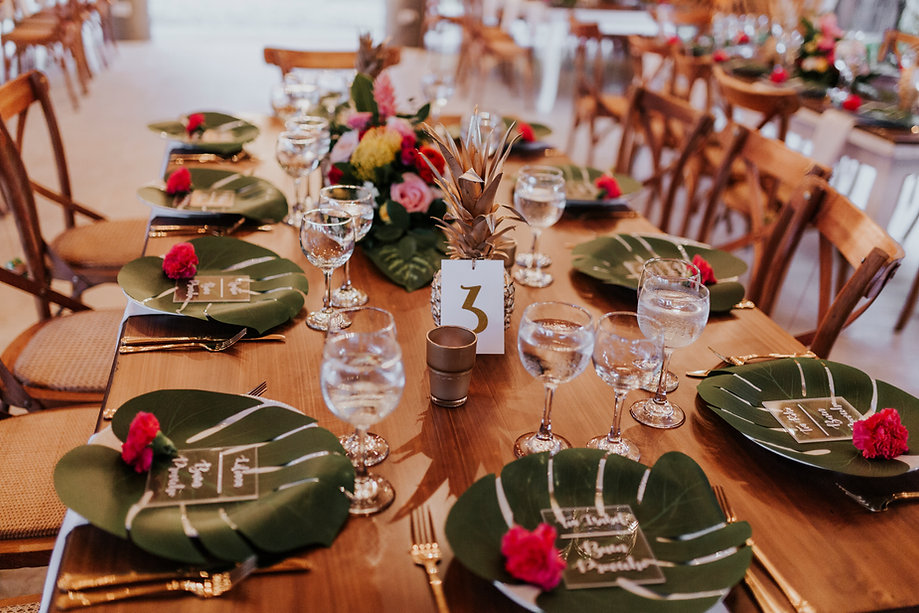 decoración de mesas con hojas bodas
