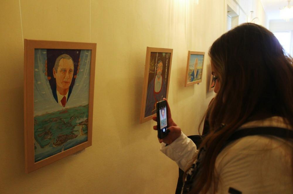 """Гвоздем выставки стал портрет В.В. Путина. Название работы - """"Второе пришествие""""."""
