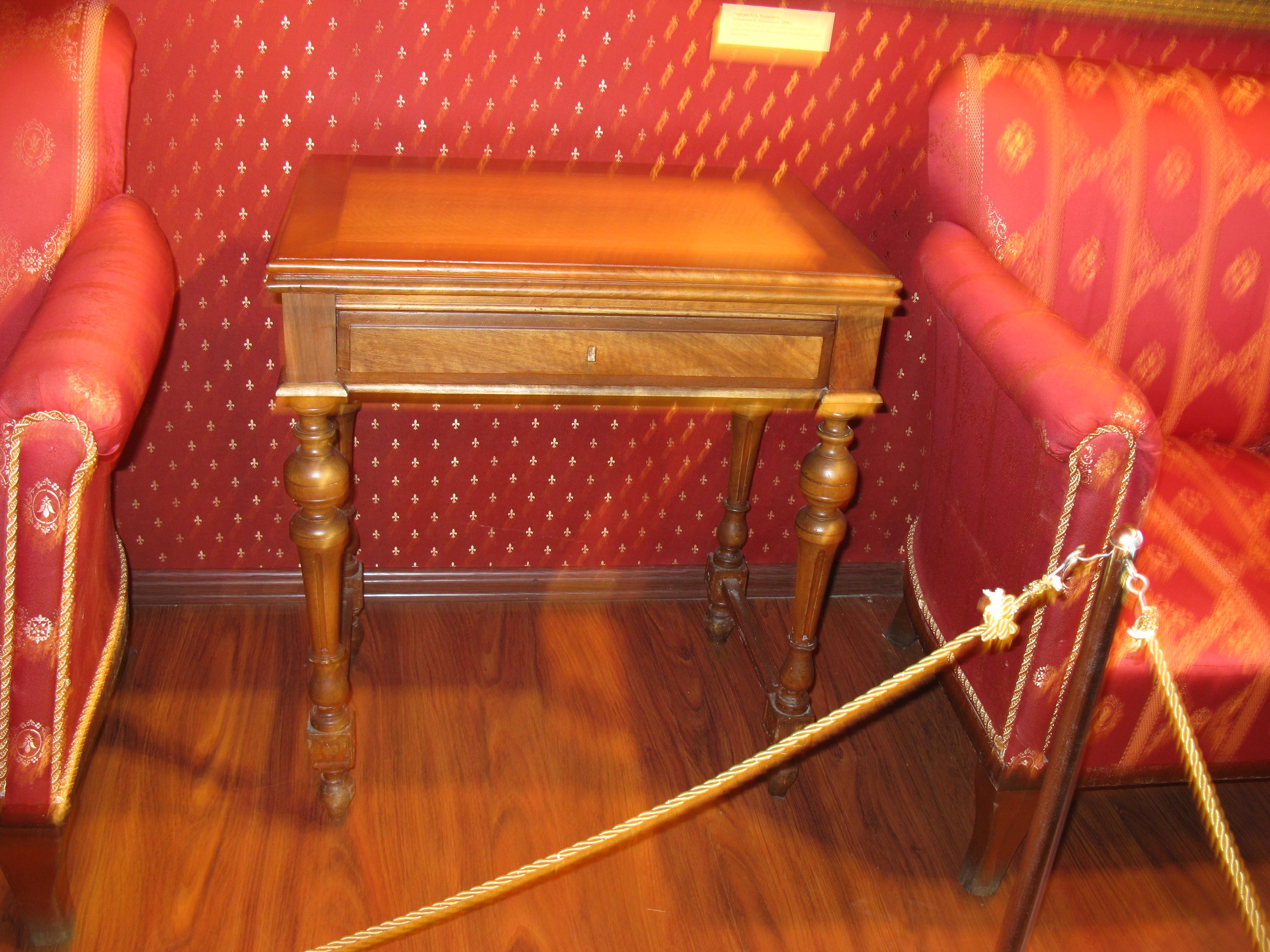 Ламберный столик. 19 в.JPG