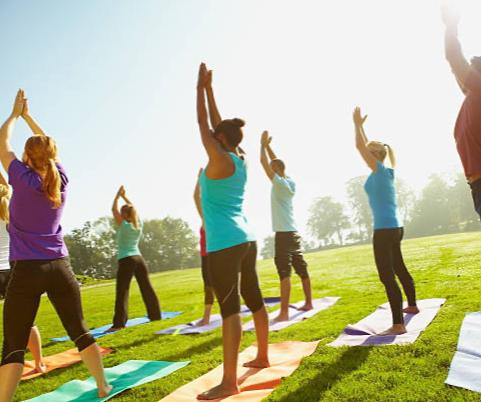 Yoga im Freien, bei gutem Wetter