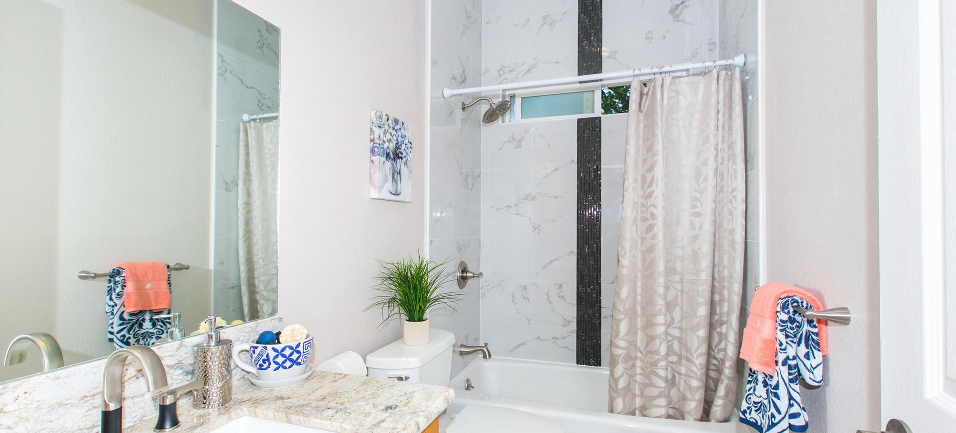Bathroom of Kaimuki Hale