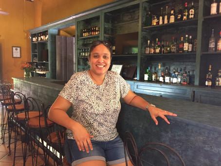 Entre libros, tequila y chocolate, descubre a Elizabeth Rodriguez