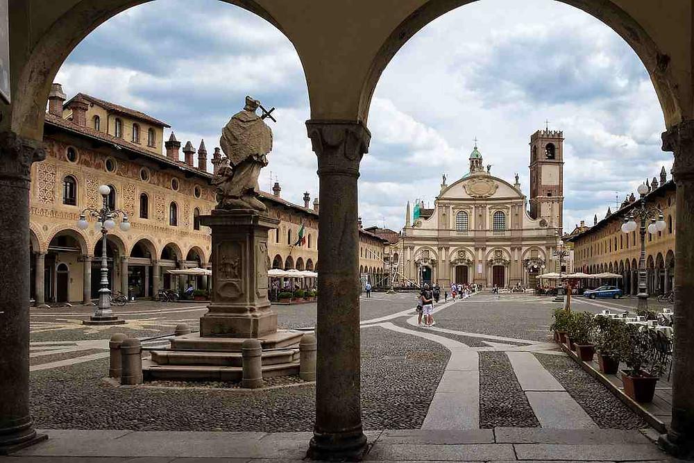 La Piazza Ducale di Vigevano, il capoluogo della Lomellina