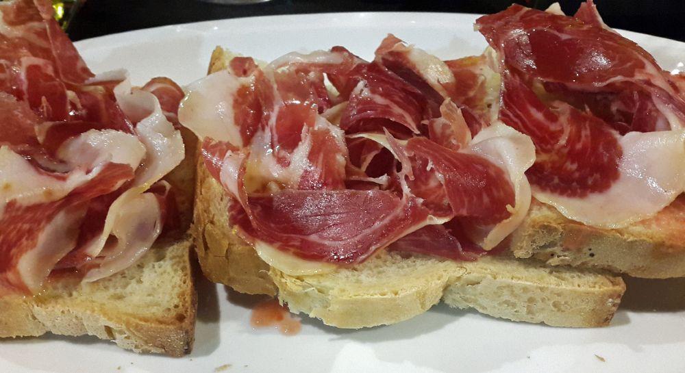 Tapas con jamón ibérico, il prosciutto tipico spagnolo