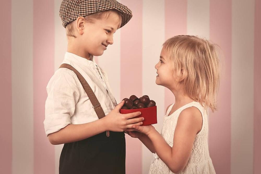 Regalare i cioccolatini a San Valentino: da un prodotto costoso a un intento nobile
