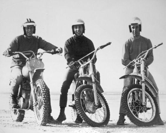 Steve McQueen, Mert Lawwill e Malcolm Smith, durante a rodagem do filme