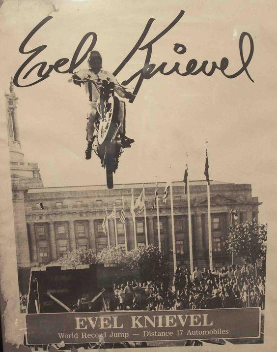 Evel Knievel, 1967 salto San Francisco's Civic Center. TRIUMPH TT Boneville