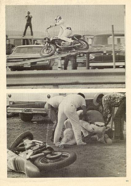 Evel_Knievel,_1970.08.16,_Pocono_International_Raceway,_saltou_treze_automóveis_tendo_caído_na_recepção_(fraturou_ao_ombro,_uma_vértebra_e_uma_mão)
