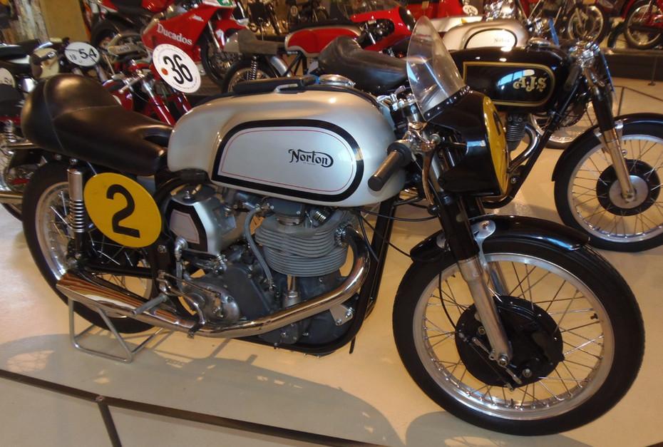 Vila Real e as motos, curvar à John Grace!...