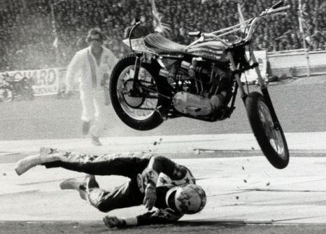 Evel Knievel, bus jump