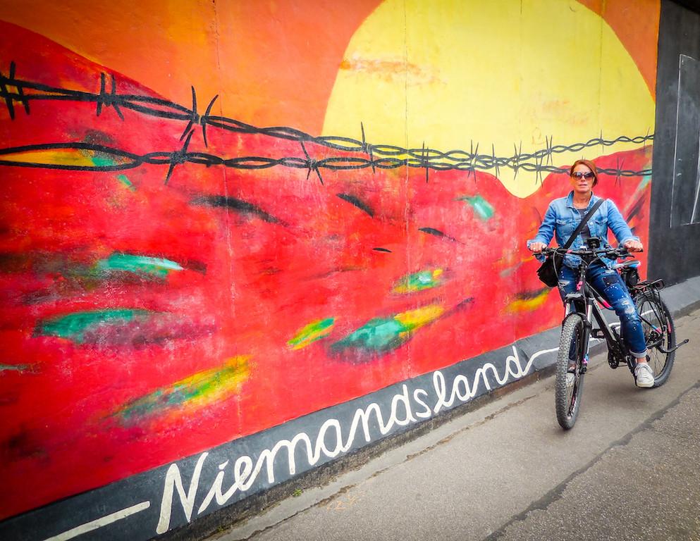 Berlijn-De muur met schilderwerk van Niemandsland