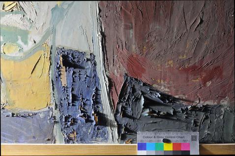 Die hochstehende Malschicht an einem zeitgenössischen Gemälde sieht im Streiflicht besonders dramatisch aus.