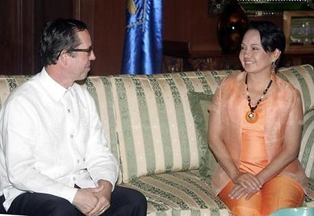 Bill and President Arroyo on a couch chattingtogether