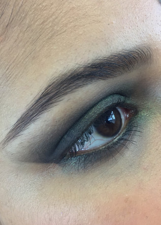long cat eyes by using olive green and black to create sharp clean eye shape