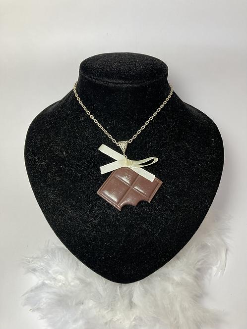 Collier carré  de chocolat  au lait croqué