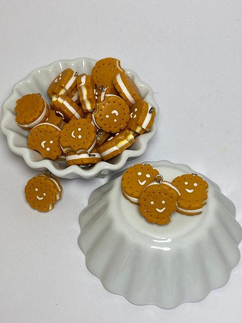 Breloque  biscuit souriant rond croqué vanille