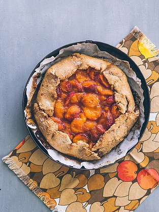Summer: Whole wheat galette with stone fruits