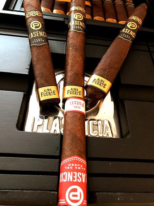 Plasencia Cigar Sampler With Black Plasencia Ashtray