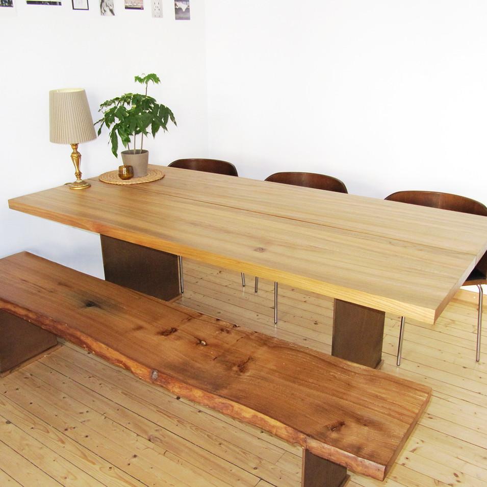 Bank und Tisch
