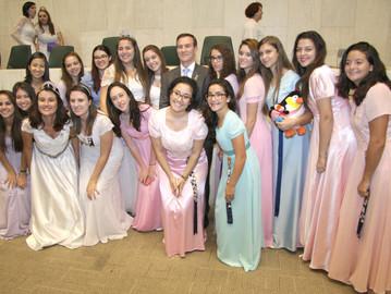 Sessão Solene homenageia Meninas do Arco-Íris