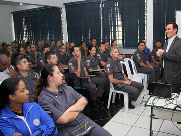 Coronel Camilo faz palestra sobre cidadania no 5º BPM/M