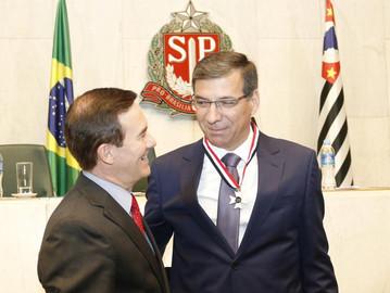 Coronel Camilo entrega Colar de Honra ao Mérito ao Coronel Nivaldo Restivo