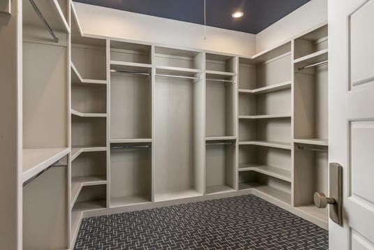 516 Closet.jpeg