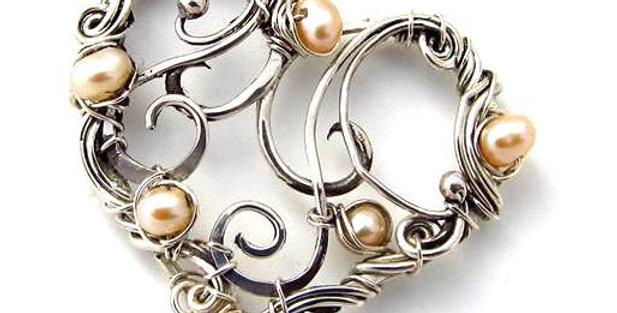 Silberner Herz-Anhänger mit Keshi-Perlen