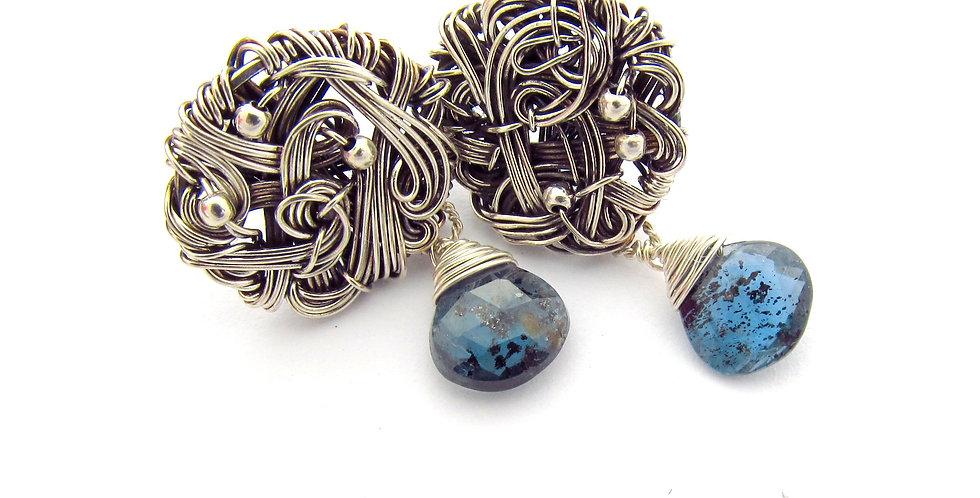 Silberne Ohrringe mit Kianit Tropfen