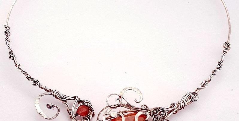 Silbernes Collier mit Erdbeer-Quarz
