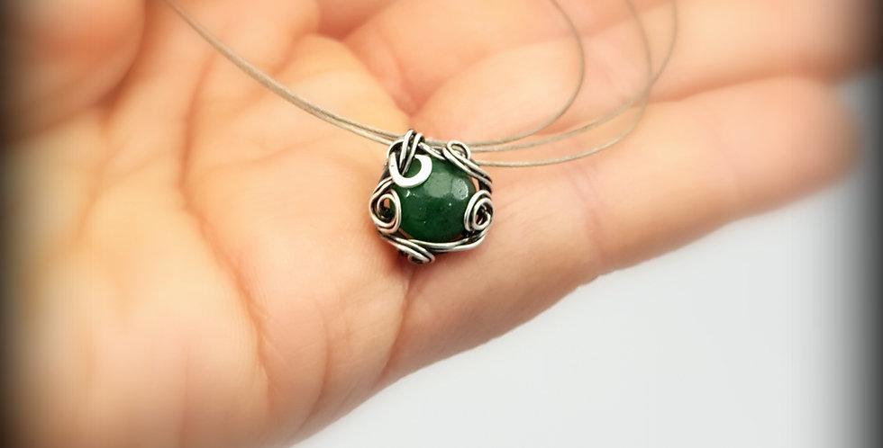 Kleine silberne Anhänger mit Jade