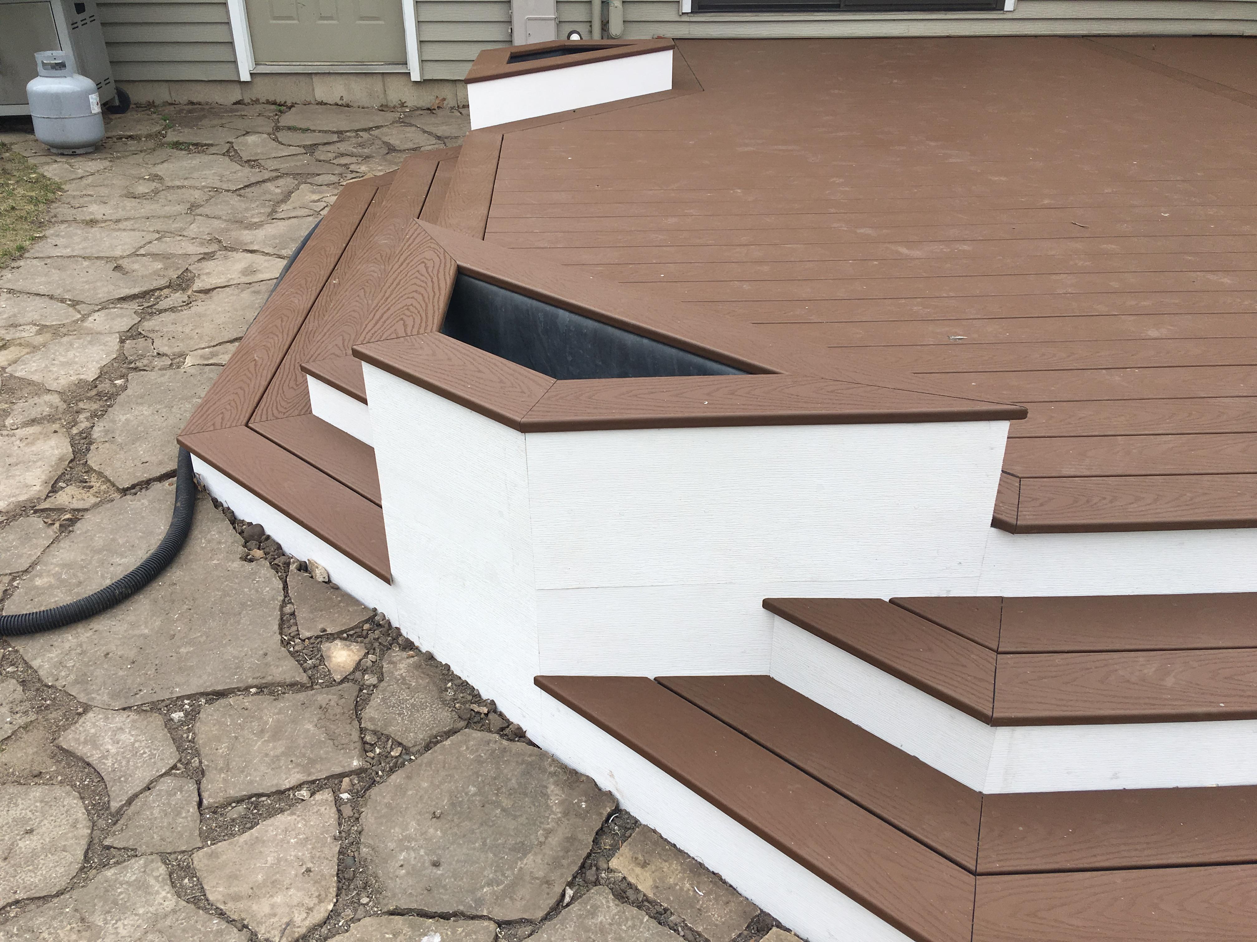 Trex Saddle Deck built in planter