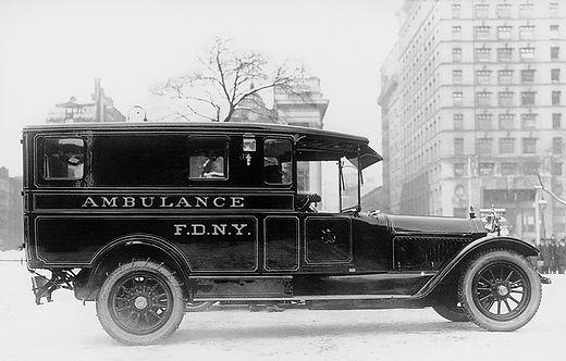FDNY_Ambulance_1914_EMS.jpg