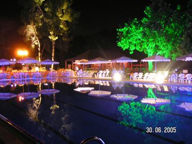 מסיבת בריכה תאורה
