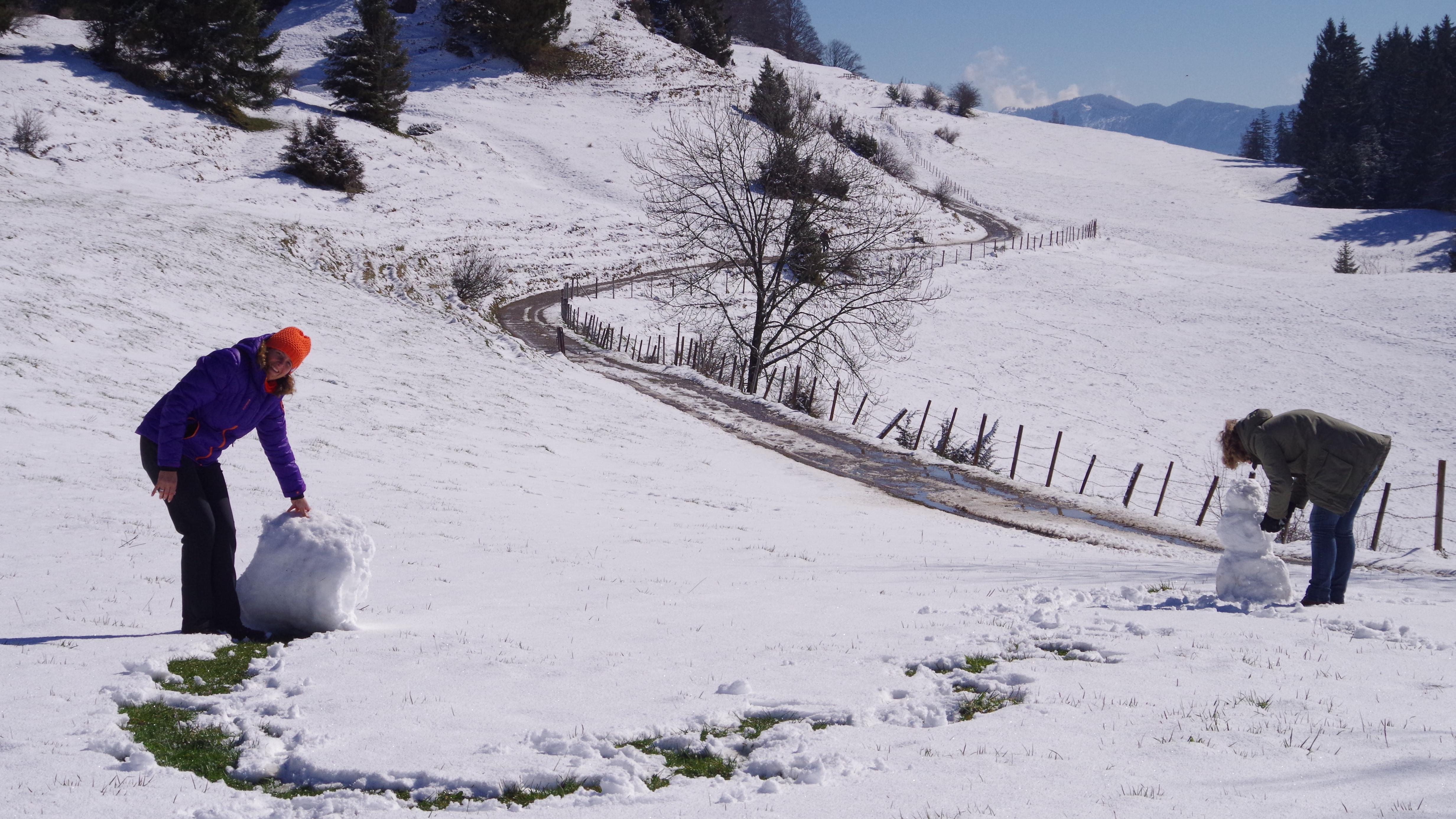 Schneemann bauen im Frühling