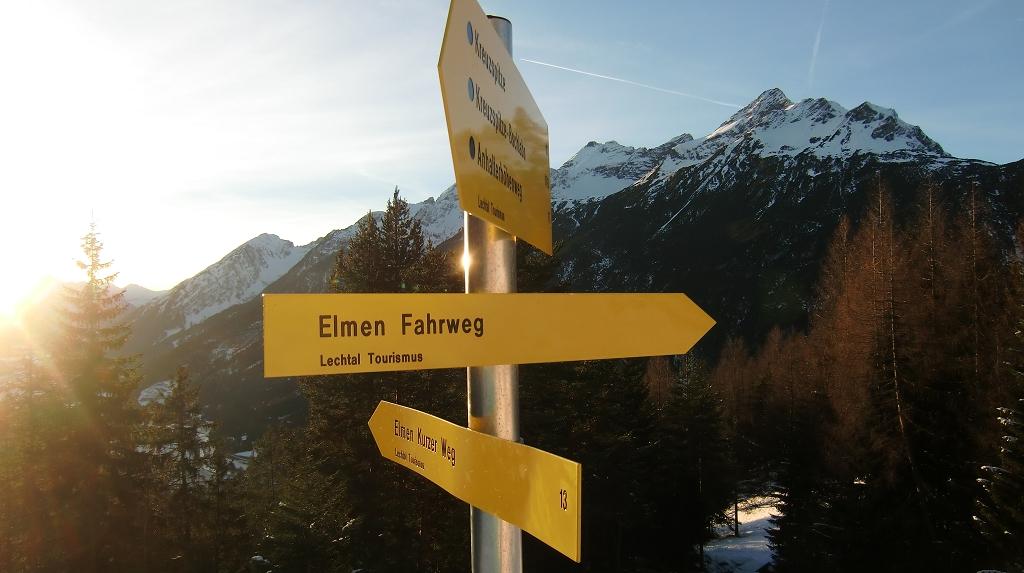 Wegweiser vor Lechtaler Alpen