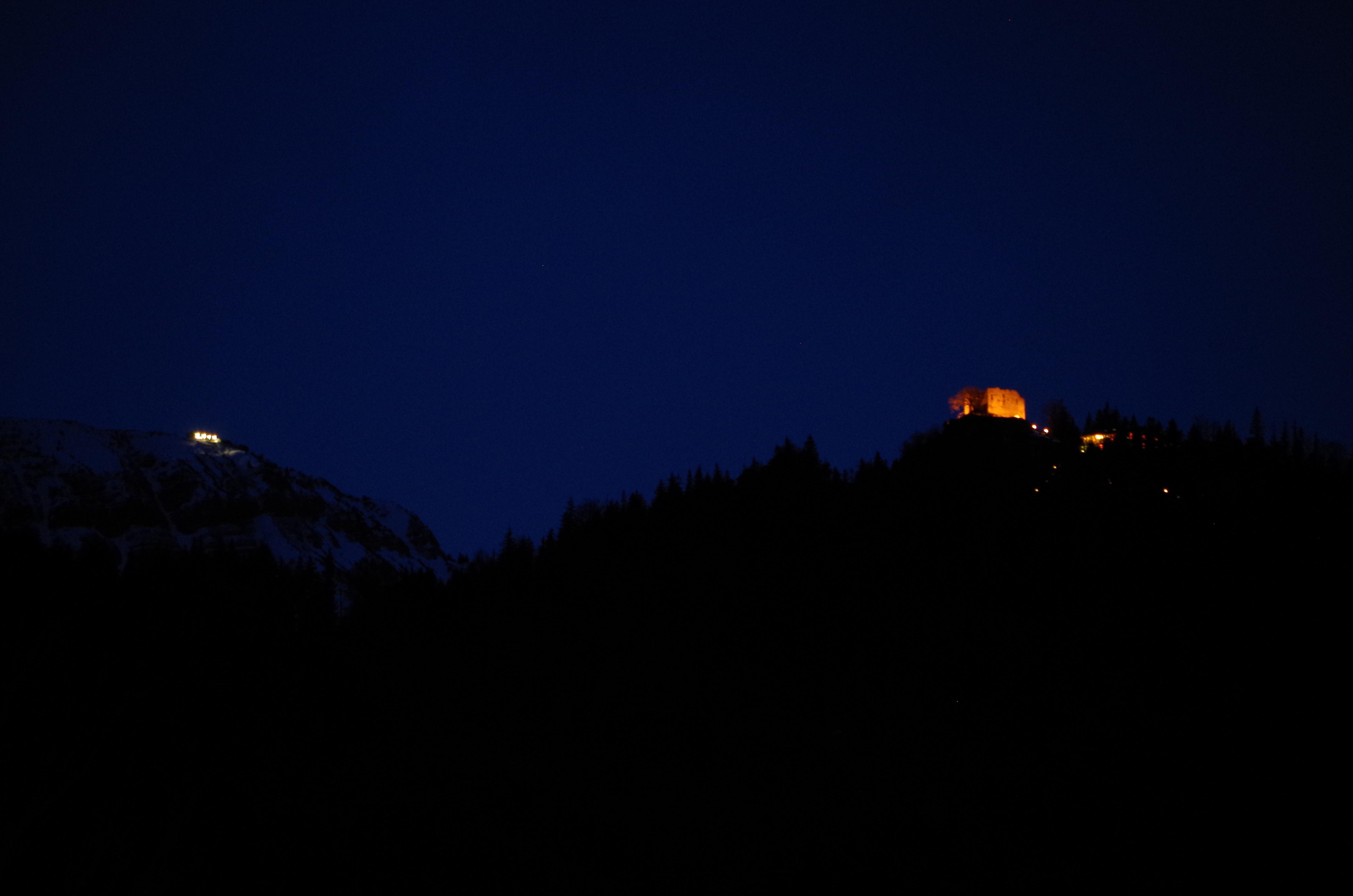 Ostlerhütte und Falkenstein nachts