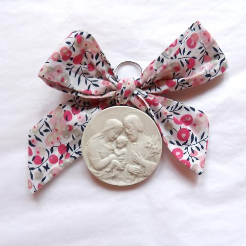 Médaille de berceau -  Sainte Famille - branche d'olivier rose