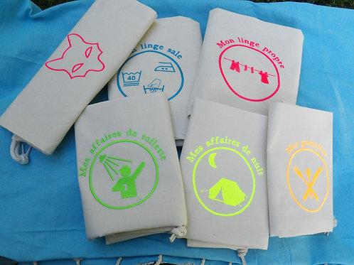 sacs de camp - lot crème - broderies fluos - loup rose