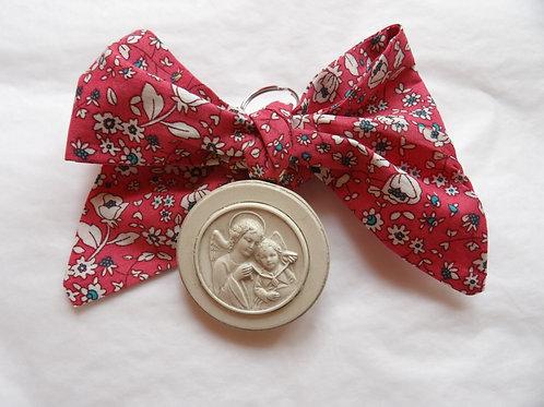 Médaille de berceau -  ange à la médaille - rose